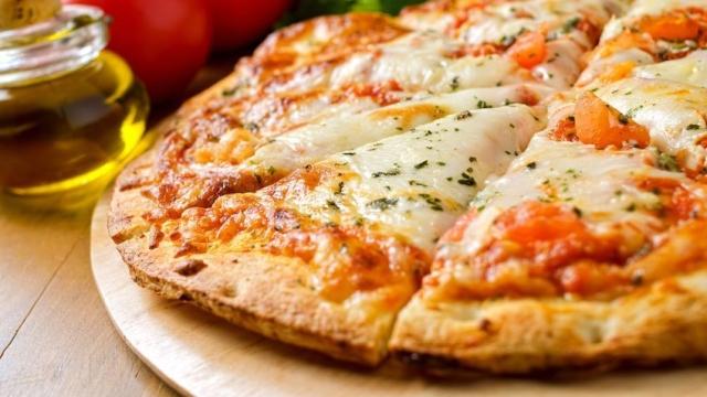 18726015 - pizza margherita